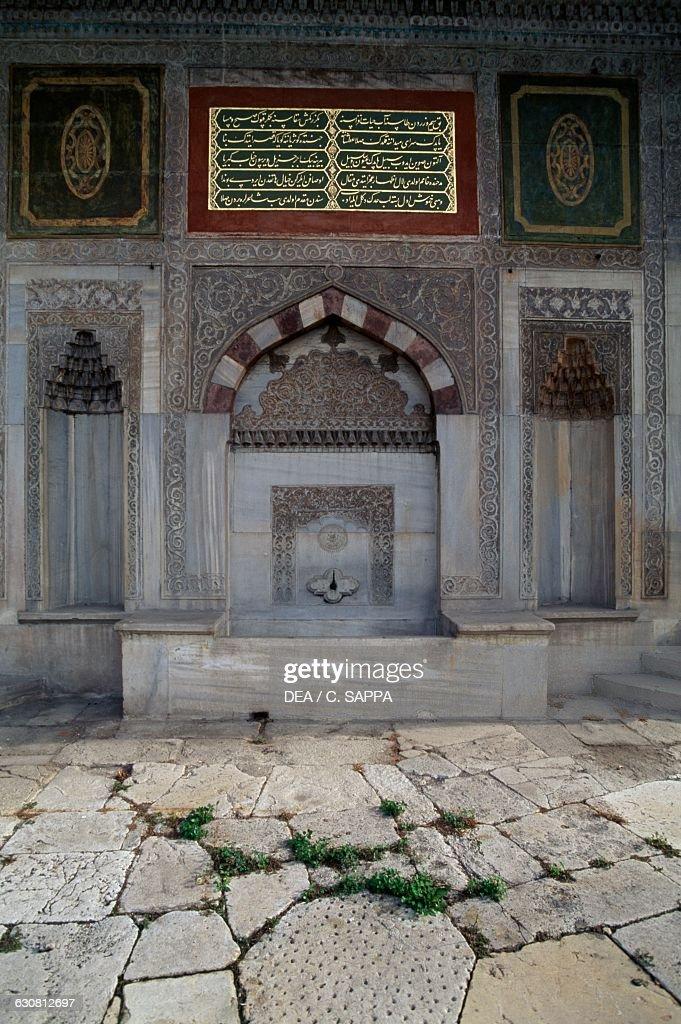 Fountain of Ahmet III, Topkapi palace, Istanbul : News Photo