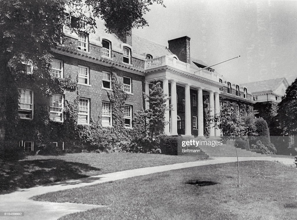 Facade of the Hill House, one of the oldest buildings at Choate Rosemary Hall, a preparatory school in Wallingford, Connecticut. John F. Kennedy attended this school, before heading off to Harvard. | Location: Wallingford, Connecticut, USA.