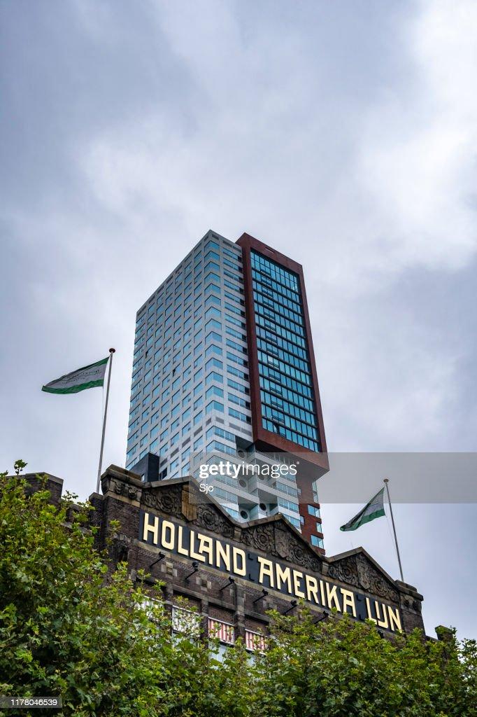 Fachada del Hotel Nueva York con arquitectura moderna de fondo en Rotterdam : Foto de stock