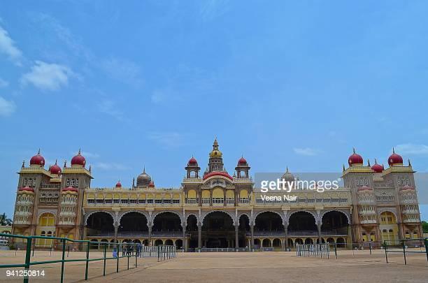 facade of the mysore palace/karnataka - mysore - fotografias e filmes do acervo