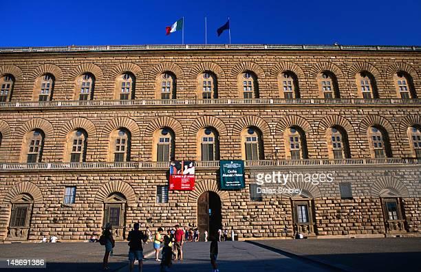 facade of the palazzo pitti in florence. - pitti foto e immagini stock
