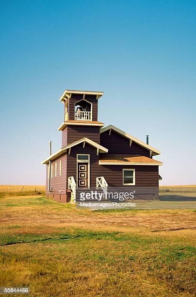 facade of the united methodist church, prairie, south dakota, usa - mittlerer westen stock-fotos und bilder