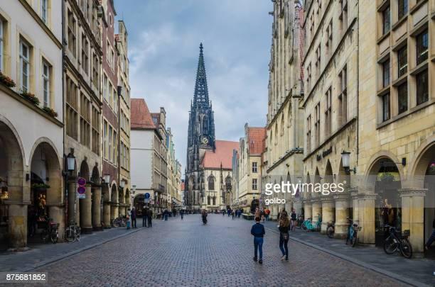 歴史的な主要市場と建物外観とミュンスター、ドイツの歴史的な市庁舎の正面ファサード - ミュンスター市 ストックフォトと画像