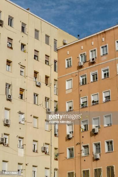 facades in two planes - vicente méndez fotografías e imágenes de stock