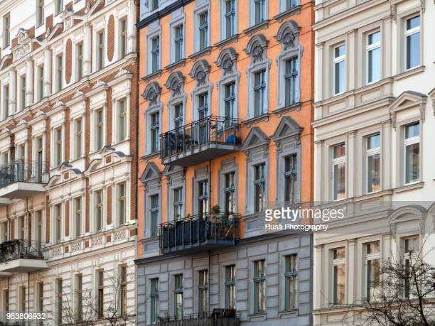 facades of beautifully renovated old buildings in the oderbergerstrasse in berlin (germany), district of prenzlauer berg - gebäudefront stock-fotos und bilder