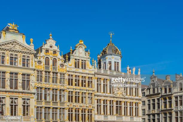 facades of houses on the grand place in brussels - brussels capital region stock pictures, royalty-free photos & images
