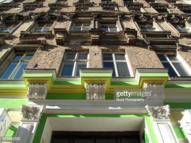 facades of ornate residential buildings in the district of prenzaluer berg, berlin, germany - プレンツラウアーベルグ ストックフォトと画像