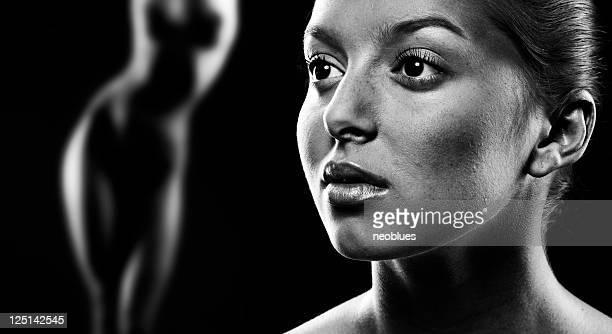 rosto e corpo de mulher - silhueta de corpo feminino preto e branco imagens e fotografias de stock