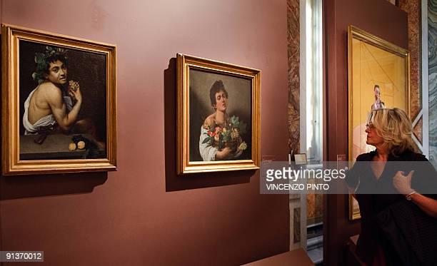 Face à face d'anthologie à Rome entre Le Caravage et Francis Bacon A journalist looks at Caravaggio's paintings ' Boy with a Basket of Fruit ' and '...