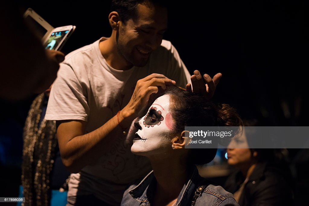 Face painting in Oaxaca during Dia de los Muertos : Stock Photo