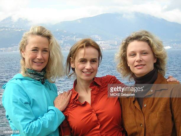 Face plane of Sandrine Bonnaire between Brigitte Fossey and her daughter Mary ADAM