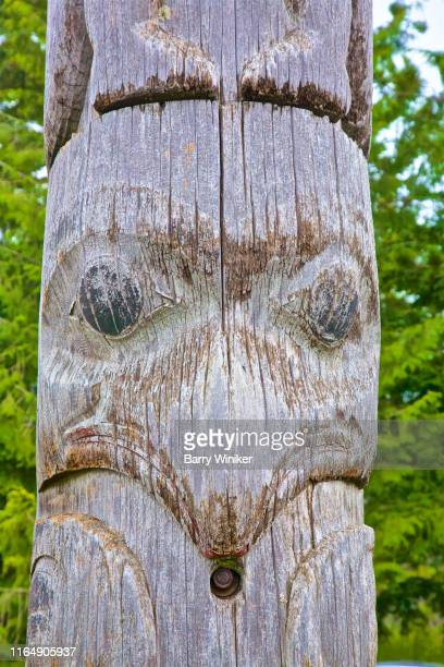 face with beak on totem pole, prince rupert, british columbia - barry wood stock pictures, royalty-free photos & images