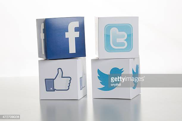 Facebook and Twitter Logos-Icons