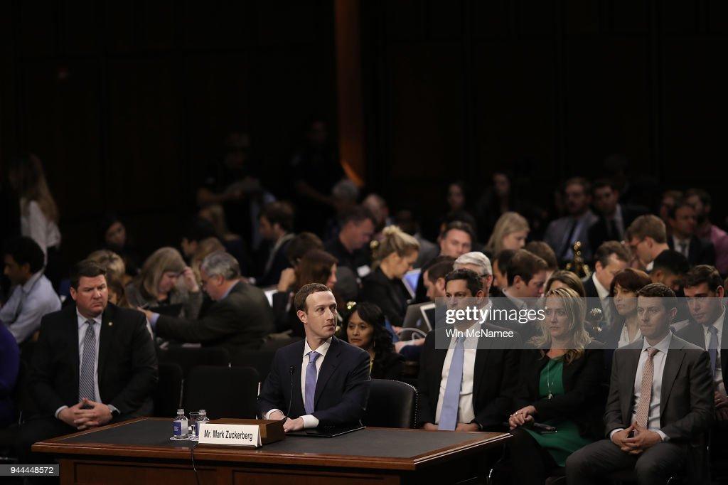 Facebook CEO Mark Zuckerberg Testifies At Joint Senate Commerce/Judiciary Hearing : Nyhetsfoto