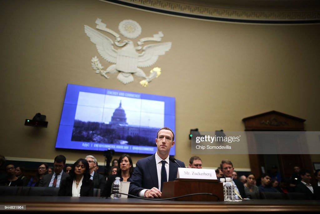 Facebook CEO Mark Zuckerberg Testifies At House Hearing : ニュース写真