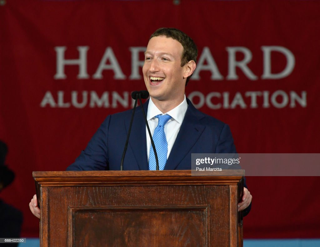 Facebook Founder Mark Zuckerberg Delivers Commencement Address At Harvard : Nieuwsfoto's