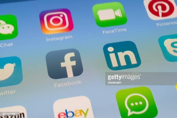 Facebook, LinkedIn et autres applications de médias sociaux sur l'écran de l'iPad