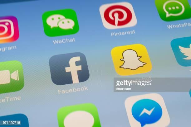 Facebook, Snapchat et autres applications de médias sociaux sur l'écran de l'iPad