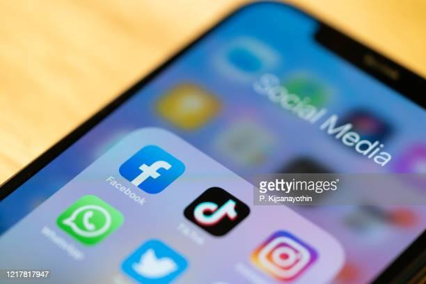 aplicaciones de redes sociales de facebook - redes sociales fotografías e imágenes de stock