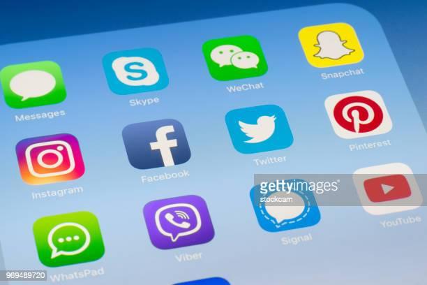 Facebook, Twitter et autres applications de médias sociaux sur l'écran de l'iPad