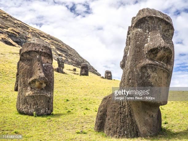 faces of the moais - 中南米 ストックフォトと画像