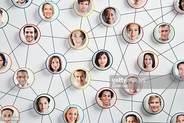 faces on discs randomly connected by arrows - social media stockfoto's en -beelden