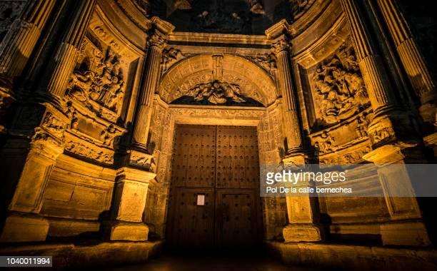 fachada principal iglesia santa maria noche - calle principal calle imagens e fotografias de stock