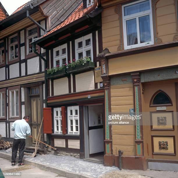 Fachwerkhäuser in Wernigerode mit dem kleinsten Haus der Stadt in der Kochstraße 43 Es ist heute ein sozialgeschichtliches Kulturdenkmal 1792wurde es...