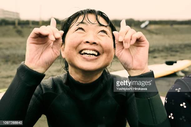 facial expression portrait of mature japanese woman - natürliche schönheit personen stock-fotos und bilder