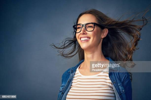 frente para o futuro, com um sorriso - vento - fotografias e filmes do acervo