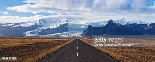 facing the glacier - daniele carotenuto stock-fotos und bilder