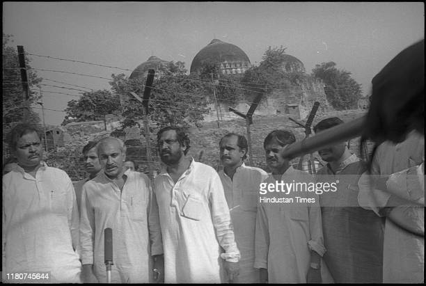 Factfinding team of MJ Akbar Subodh Kant Sahay and Suresh Kalmadi with 7 members of the National Integration Council went to Ayodhya temple
