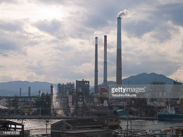 factories in tokuyama - 工場地帯 ストックフォトと画像