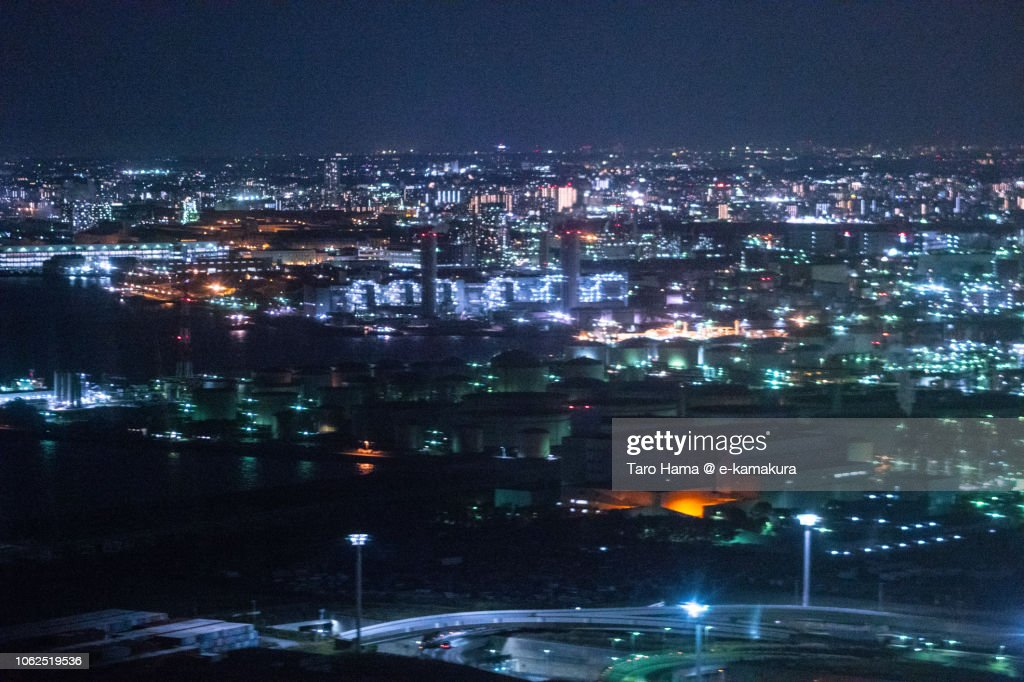 Factory area in Kawasaki city in Kanagawa prefecture in Japan night time aerial view from airplane : ストックフォト