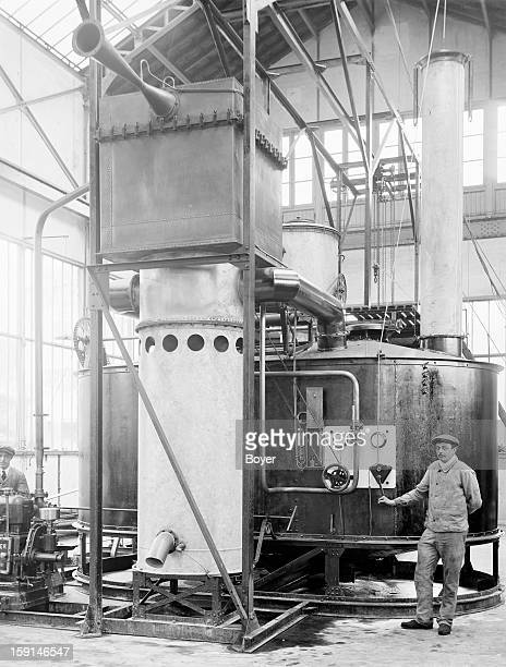 Factory manufacture hydrogen used to inflate balloons 1914