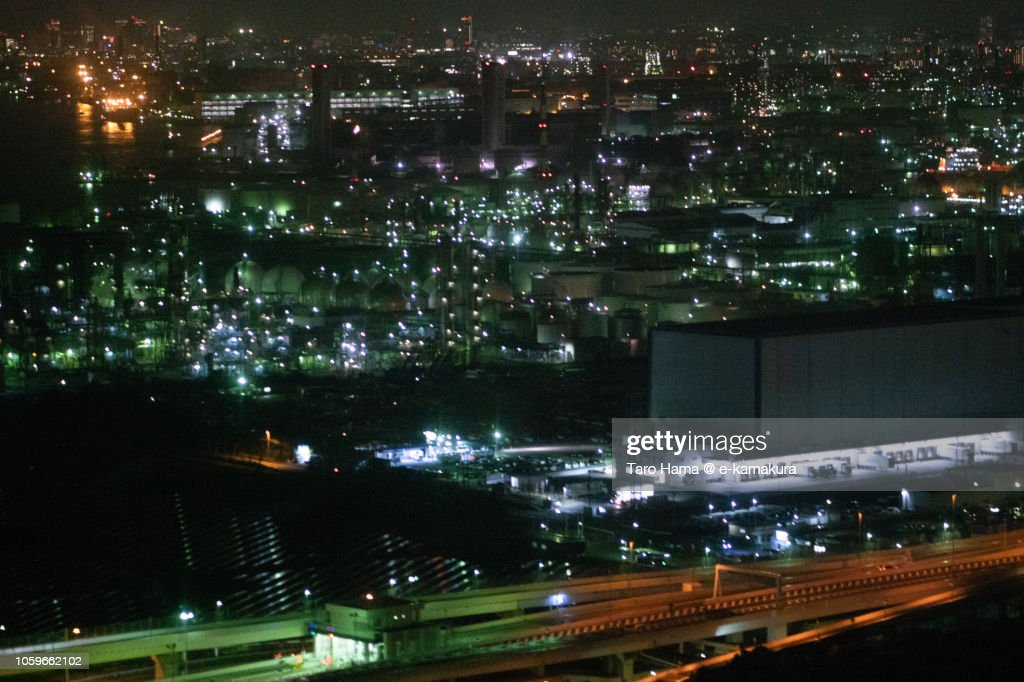 Factory on reclaimed land in Kawasaki city in Japan night time aerial view from airplane : ストックフォト