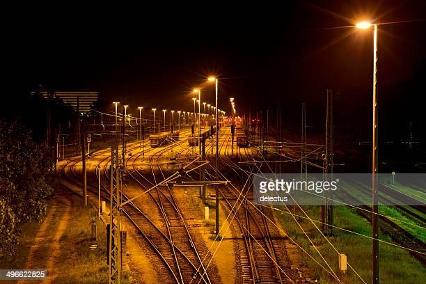 Usine de la gare ferroviaire de nuit