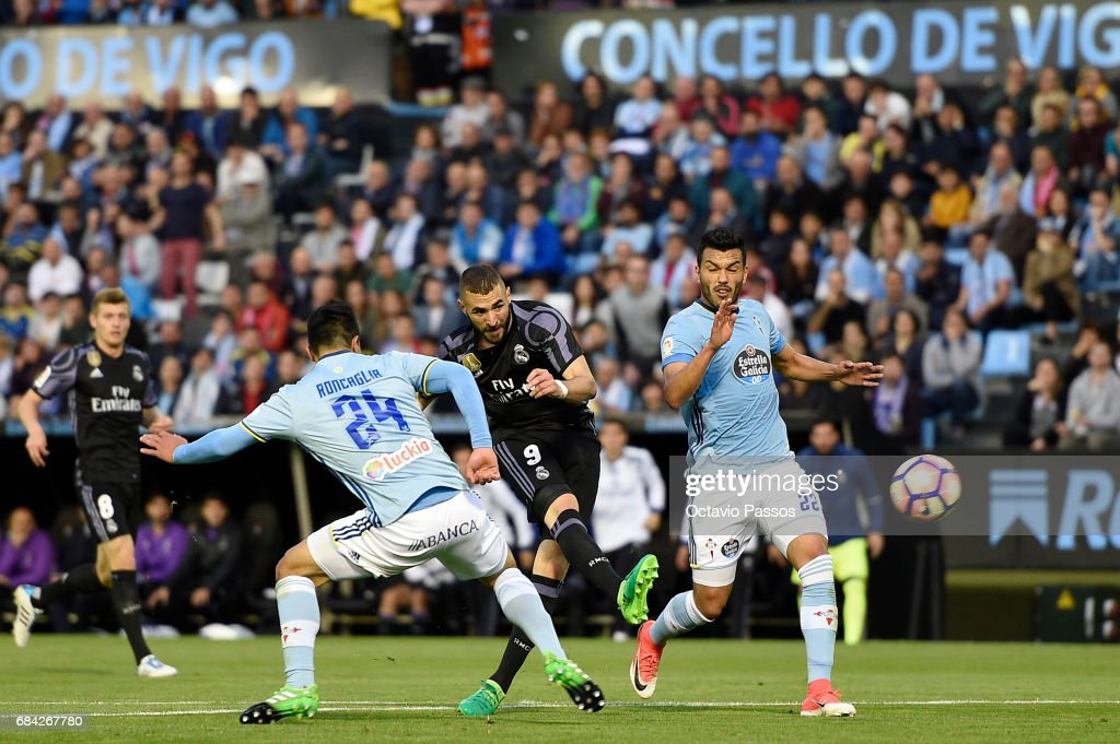 Facundo Roncaglia (L) of RC Celta in action against Karim Benzema of Real Madrid during the La Liga match, between Celta Vigo and Real Madrid at Estadio Balaidos on May 17, 2017 in Vigo, Spain.