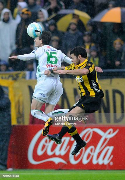 Facundo Waller of Plaza Colonia and Nahitan Nandez of Penarol jump for the ball during a match between Penarol and Plaza Colonia as part of...