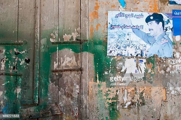 saddam hussein als märtyrer-poster in tripolis, libanon - irak stock-fotos und bilder