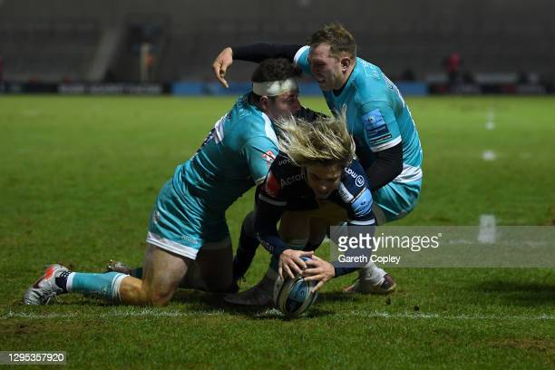Faf de Klerk of Sale dives over to score the first try during the Gallagher Premiership Rugby match between Sale Sharks and Worcester Warriors at AJ...