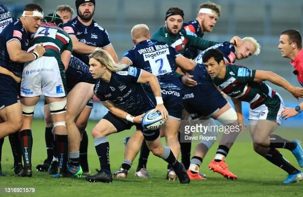 Faf de Klerk of Sale Sharks passes the ball during the Gallagher Premiership Rugby match between Sale Sharks and Leicester Tigers at AJ Bell Stadium...