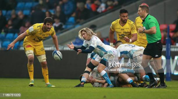 Faf de Klerk of Sale Sharks passes the ball during the Heineken Champions Cup Round 2 match between Sale Sharks and La Rochelle at AJ Bell Stadium on...