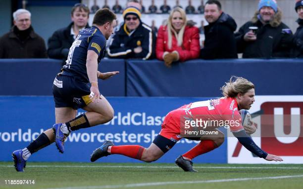 Faf de Klerk of Sale Sharks runs in to score his sides first try during the Gallagher Premiership Rugby match between Worcester Warriors and Sale...