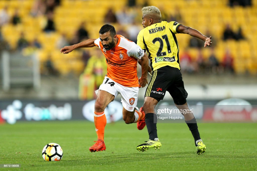 Fahid Ben Khalfallah of Brisbane beats the challenge of Roy Krishna of the Phoenix during the round four A-League match between the Wellington Phoenix and the Brisbane Roar at Westpac Stadium on October 28, 2017 in Wellington, New Zealand.