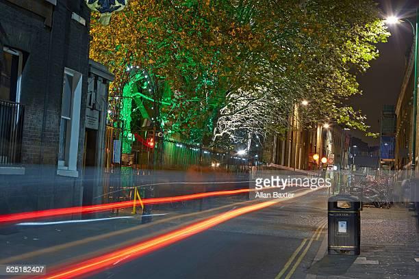 fahionable brick at night in london - londen stadgebied stockfoto's en -beelden