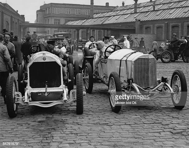 Fahrer in ihrem Rennautos um 1933Aufnahme Martin Munkacsy