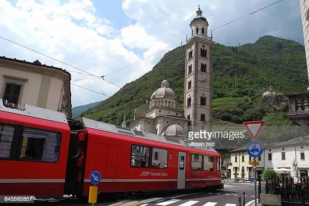 Fahrt mit Original BerninaExpress Hier Fahrt durch Zentrum von Tiranoin Italien