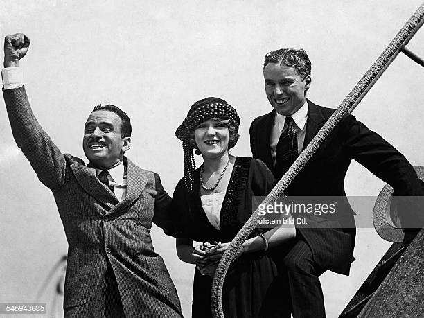 Fairbanks Senior Douglas *23051883 Actor director producer screenwriter USA with his wife Mary Pickford and Charles Chaplin 1936 photographer Charles...