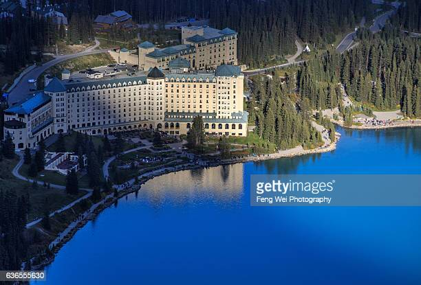 fairmont chateau, lake louise, banff national park, alberta, canada - chateau lake louise stock photos and pictures